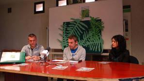 Mikel Albisu, Xabier Zugarramurdi e Izasku Altzuri en la presentación.