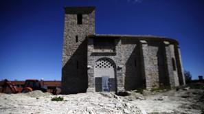 Obras de reurbanización junto a la antigua iglesia de Santa Engracia, en el pueblo viejo de Sarriguren.