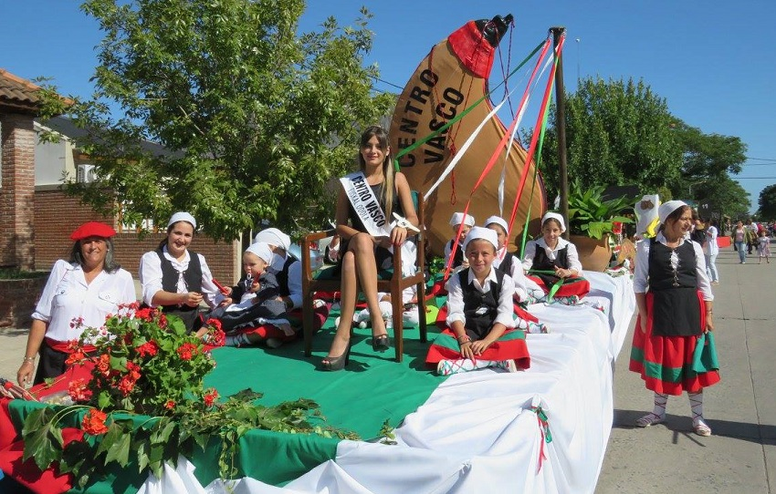 The Euskal Odola float in the parade at the 44th Calf Festival in Ayacucho