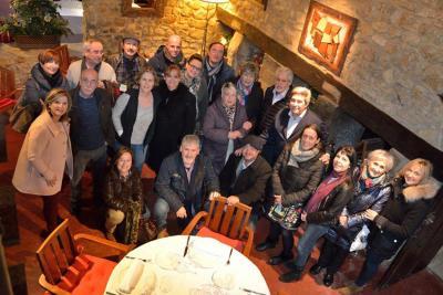 """Members of the Gurtubay family at the Akebaso Restaurant in Atxondo, along with journalist Olga Zabalgogeaskoa (left), presenter of """"Origen"""""""