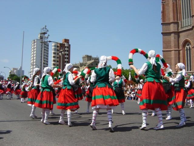 Euskal Astea - Kalean dantzari