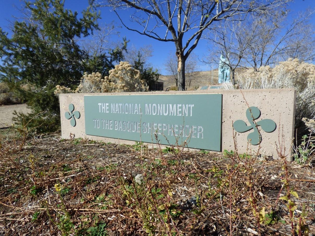 Plaka berriak Monumentuan 01