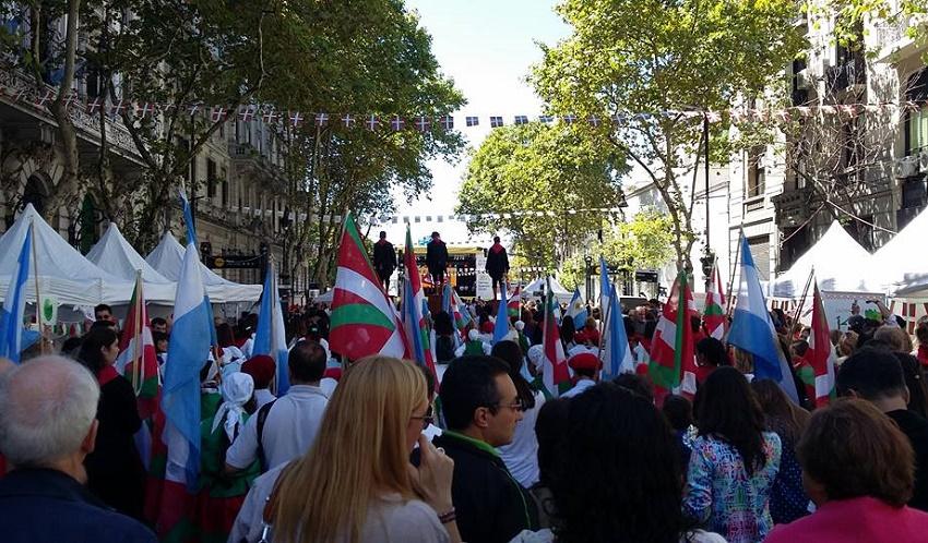 Hasierako desfilea