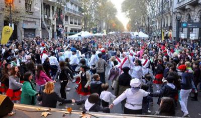 """Buenos Airesek EH ospagai"" (Buenos Aires Celebra al País Vasco) aurreko edizio batean"