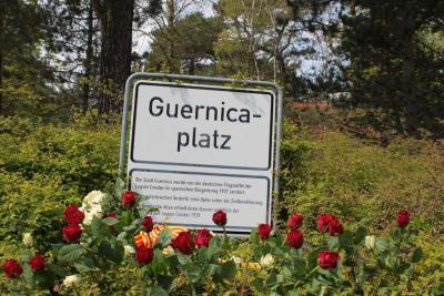 Gernikak Plaza bat dauka Berlinen, Guernica grafia zaharrarekin idatzita (arg.GernikaEE-EuskalKultura.com)