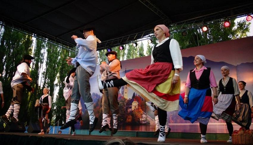 Barilocheko dantzarien Euskal Suitea (argazkia Paula Canepa)