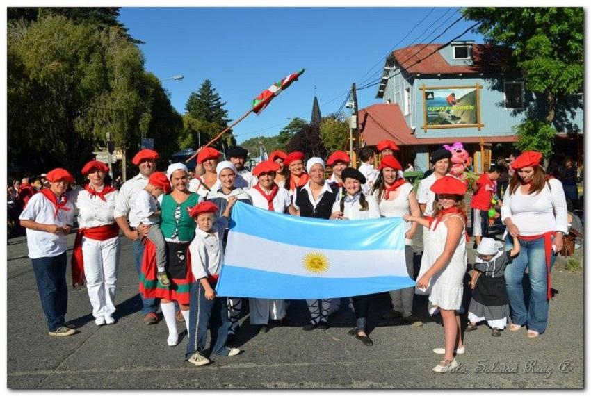 San Martin de los Andeseko euskal taldea, hiriaren 117. urteurren desfilean