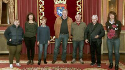 Harreraren argazki ofiziala Joseba Asiron eta Raul Amatriain erdian