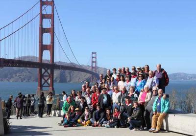 2017 Museko Mundu-Txapelketako partaideak San Frantziskoko Golden Gate atzean