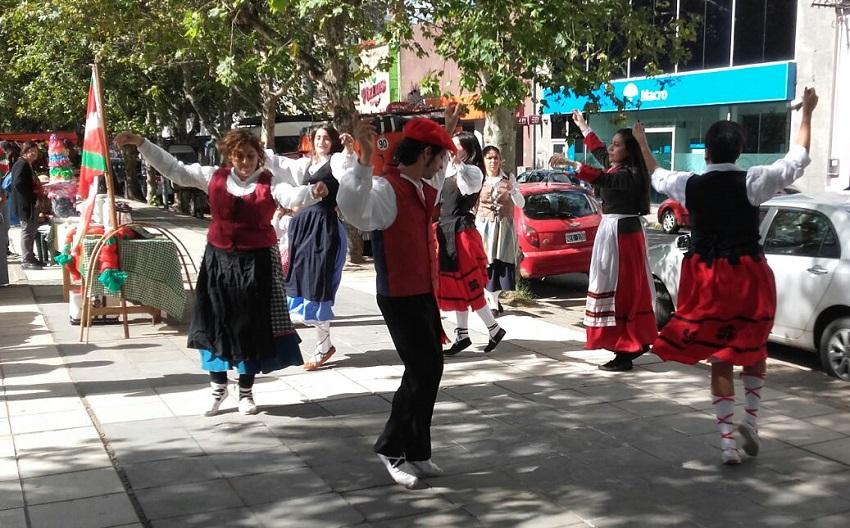 Dantzak plazara