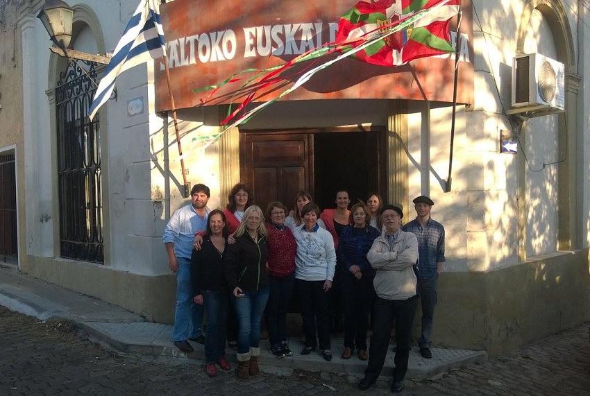 XXI. Mendea. Uruguaiko Euskaldunen Biltzarreko Lehen Bilera