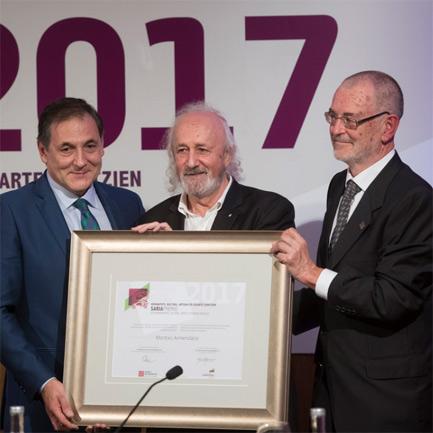 Montxo Armendarizek 2017ko Eusko Ikaskuntza-Laboral Kutxa Saria