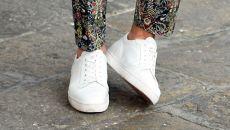 Aprende a combinar tus zapatillas blancas
