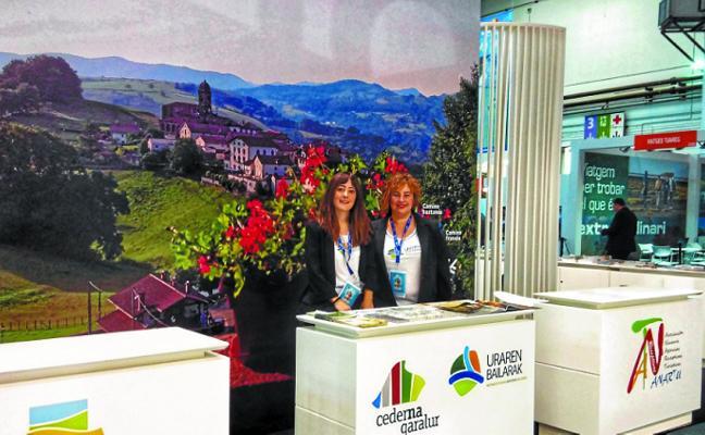 Uraren Bailarak, en B-travel, el salón de turismo de experiencias de Barcelona