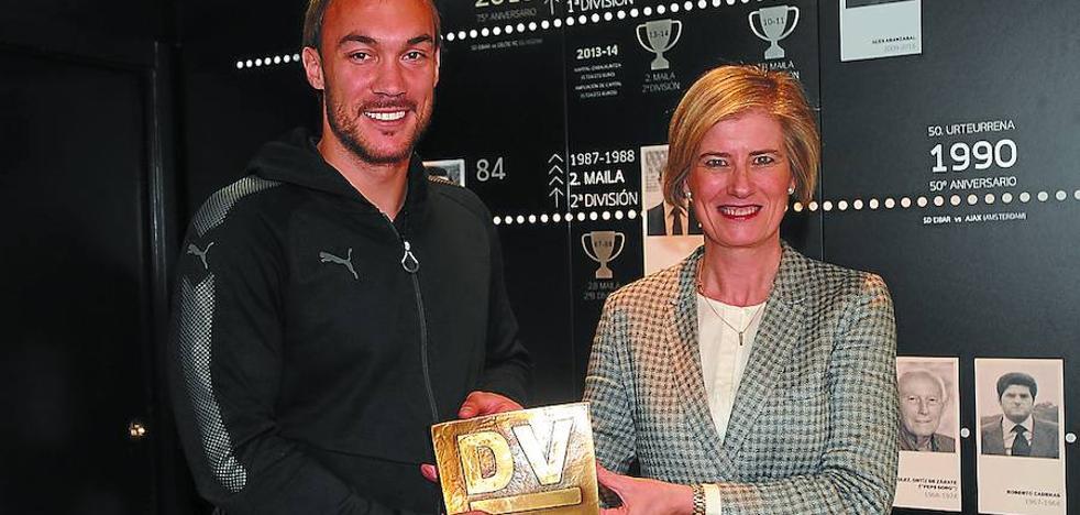 Dmitrovic recibe el DV de Oro por su gran temporada