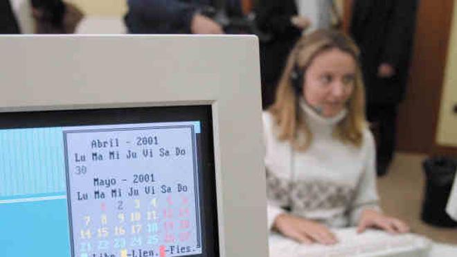 La Agencia Tributaria advierte de números no oficiales de elevado coste para pedir cita previa