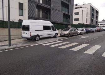 Vehículos que aparcan donde quieren...