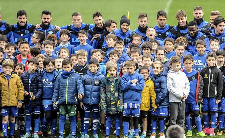 El Alavés abre las puertas de su entrenamiento por primera vez en la temporada