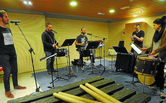 'Mugak', un nuevo espectáculo con la percusión de Kalakan y la electroacústica de Khami