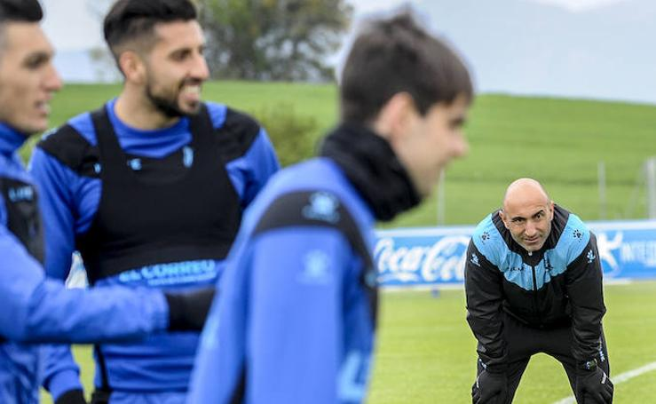 Santos regresa a la lista y Pina se queda en Vitoria