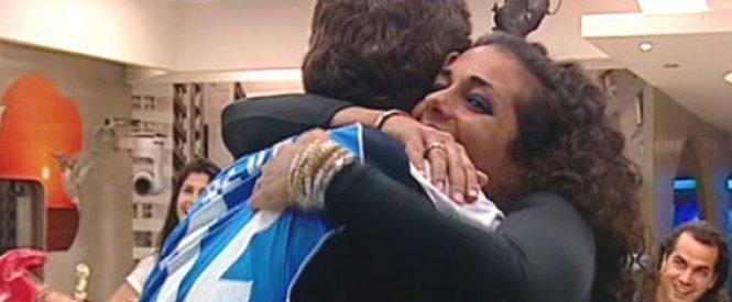 Noemí abraza a Fael