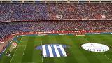 El tifo desplegado por la afición alavesista antes del final de Copa