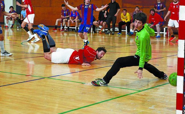 El Primera Territorial de balonmano se enfrenta esta tarde al Aritzbatalde en el Polideportivo municipal
