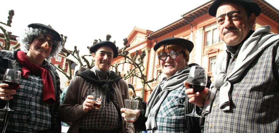 Eibar recibe el desfile de cuadrillas