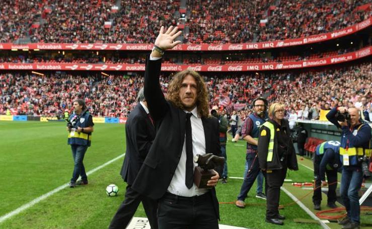 Puyol recibe el One Club Man Award en San Mamés