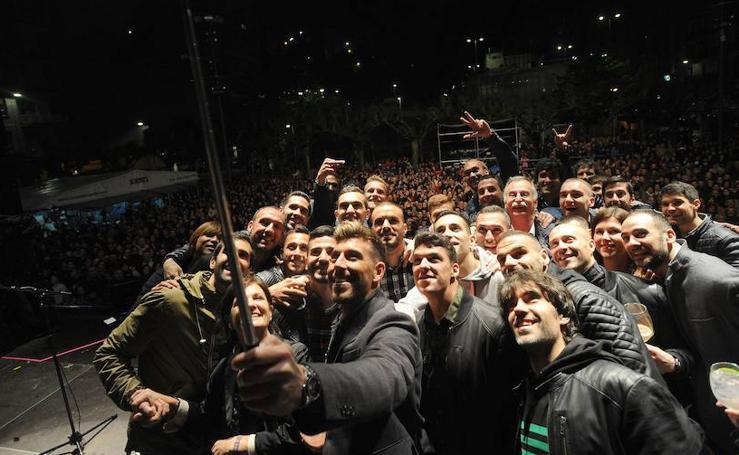 El Eibar celebra junto a su afición su brillante temporada por todo lo alto