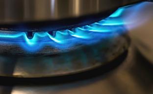 Vamos a contar mentiras, tralará: las trampas de los comerciales de luz y gas