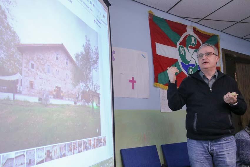 Joseba Etxarri habló de EuskalKultura y del hotel Unanue