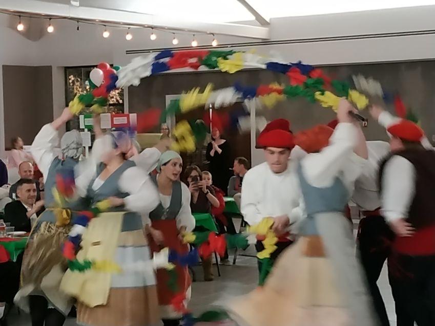 Utah-ko Tridkalariak euskal dantza taldearen eskutik