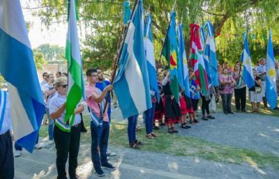 Denak Bat-eko banderak Cañuelas hiriaren 197. urteurrenean